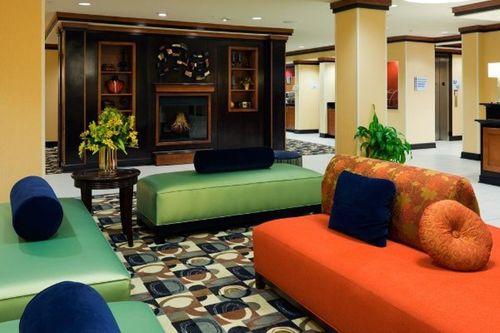 Holiday-Inn-Lobby